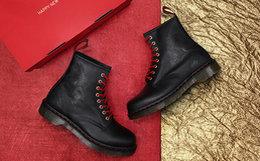 新品!Dr.Martens新年特别款8孔花纹男女马丁靴
