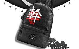 4.5折!初弎PU皮荔枝纹文字刺绣男女狮子头双肩背包