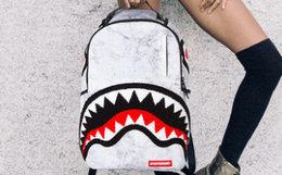 新品7.8折!美国SprayGround大理石鲨鱼牙齿双肩包