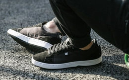 8折!DCSHOECOUSA圆头麂拼接带男士运动滑板鞋