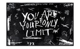 "周柏豪XPX""YOUR ARE YOUR ONLY LIMIT""英文字母撞色涂鸦毛毯"