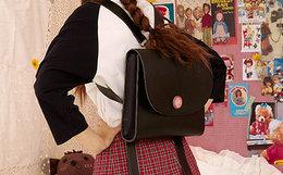 7折!TYAKASHA塔卡沙布偶系列简约大木扣黑色双肩包